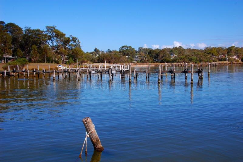 Embarcadero de la pesca, Eagle Point, pequeña ciudad en Victoria, Australia foto de archivo