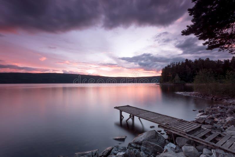 Embarcadero de la puesta del sol imagen de archivo