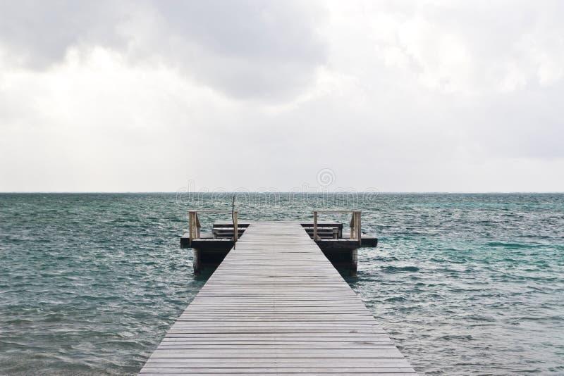 Embarcadero de madera, calafate de Caye imagen de archivo