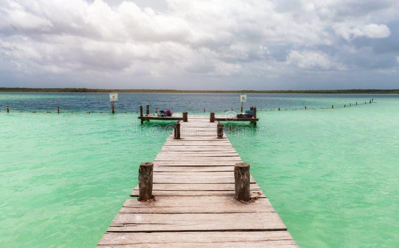 Embarcadero de madera en la laguna de Sian Kaan fotografía de archivo libre de regalías