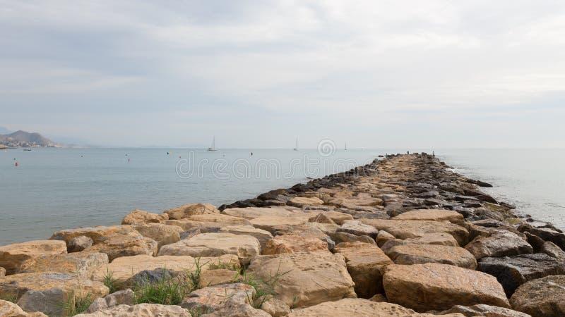 Embarcadero de piedras grandes foto de archivo libre de regalías