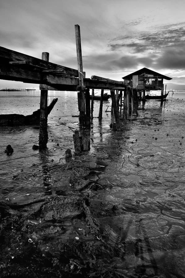 Embarcadero del pescador en blanco y negro imágenes de archivo libres de regalías