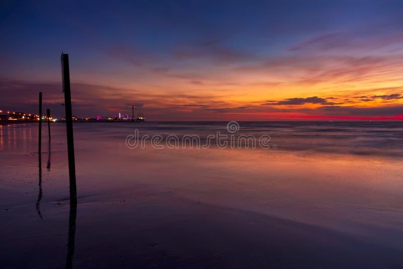 Embarcadero del placer de Galveston en la salida del sol fotos de archivo