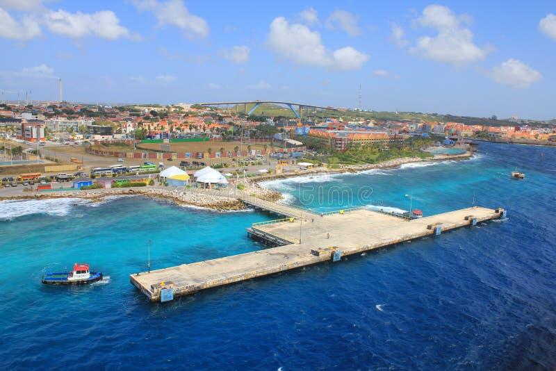 Embarcadero del puerto de Willemstad en la isla de Curaçao, Netherland Antillas foto de archivo
