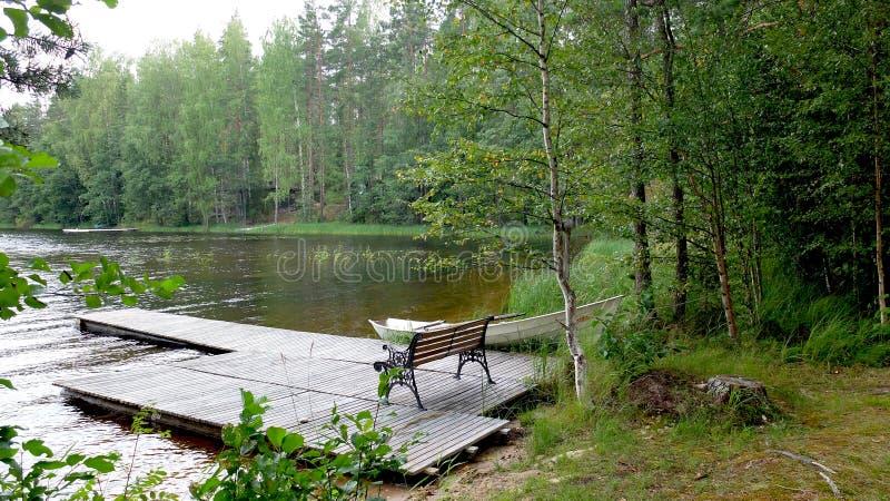 Embarcadero en el lago foto de archivo