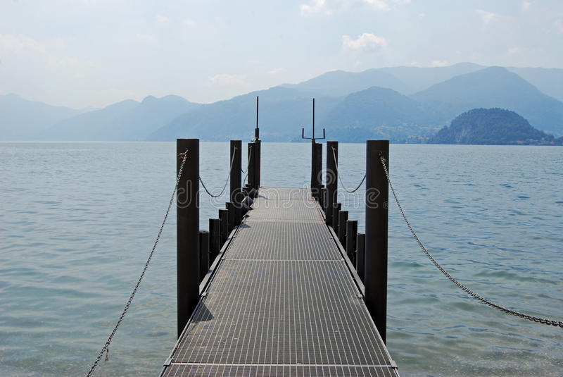 Embarcadero en el lago Como, Italia foto de archivo libre de regalías