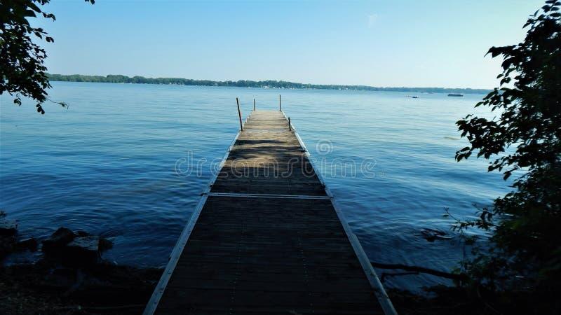 Embarcadero en el lago Kegonsa fotografía de archivo