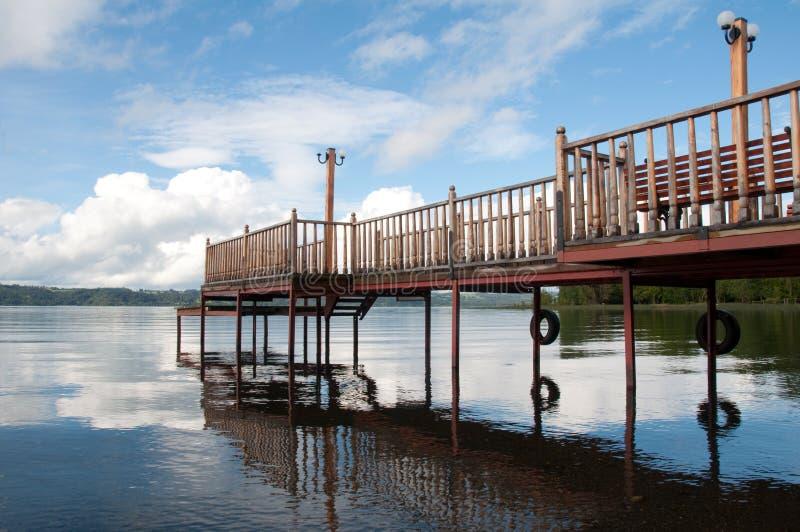 Embarcadero en el lago Lllanquihue fotografía de archivo libre de regalías