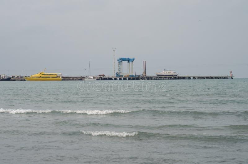 Embarcadero en el Mar Negro, Anapa imagen de archivo libre de regalías