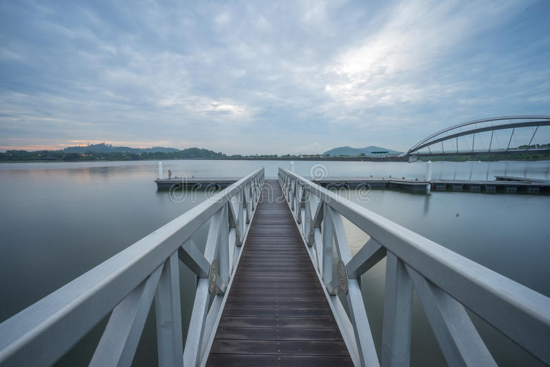 Embarcadero en el puente peatonal, Putrajaya fotos de archivo