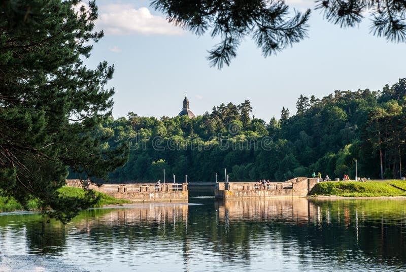 Embarcadero en la laguna de Kauno Marios fotografía de archivo