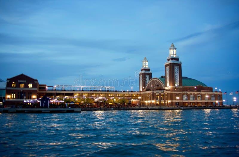 Embarcadero en la noche, Chicago, Illinois de la marina de guerra de Chicago foto de archivo