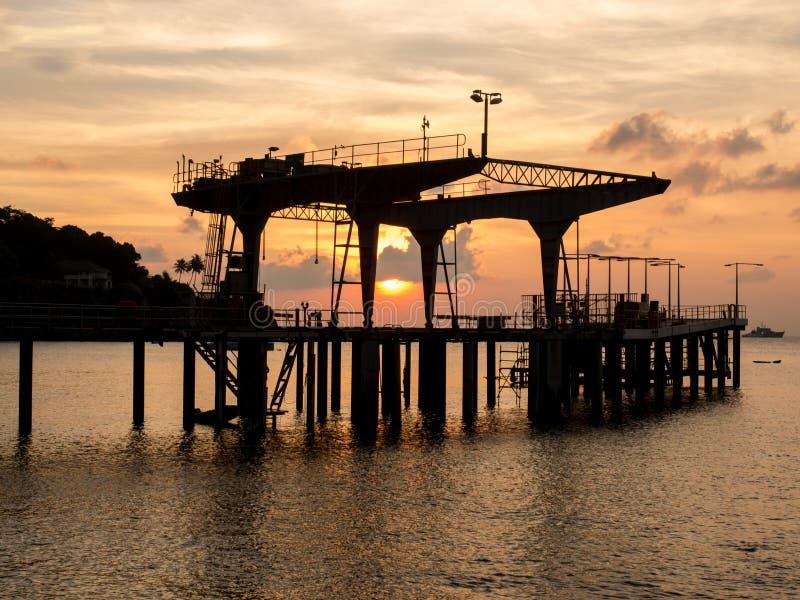 Embarcadero en la puesta del sol, Isla de Navidad, Australia imagenes de archivo