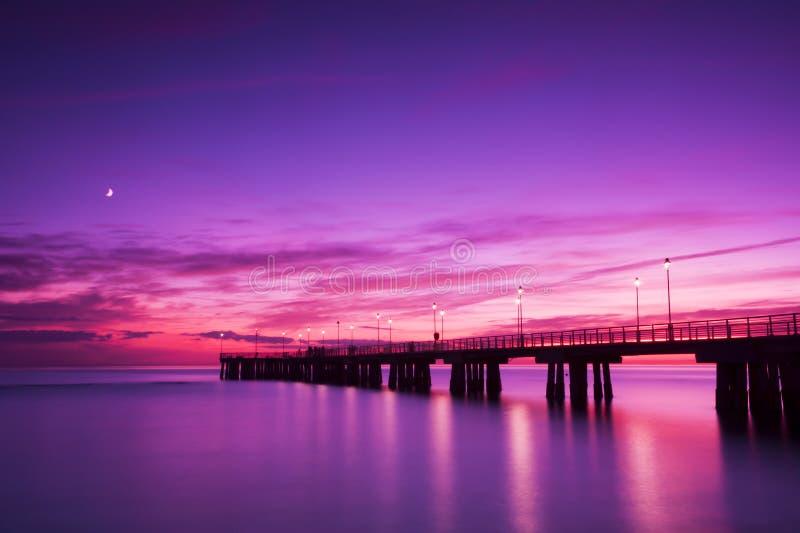 Embarcadero en la puesta del sol Versilia Italia foto de archivo