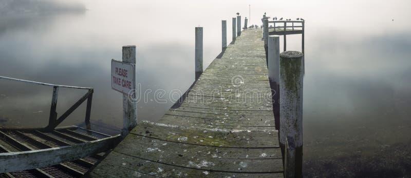 Download Embarcadero en niebla imagen de archivo. Imagen de calma - 41918363