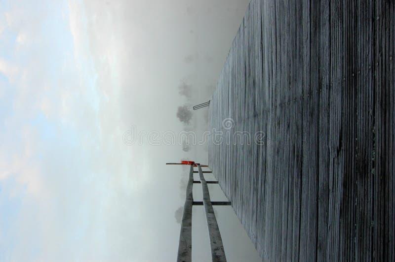 Embarcadero Escarchado En Un Lago Imagen de archivo