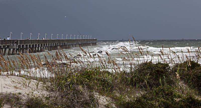 Embarcadero inminente de la pesca de la tormenta imagen de archivo