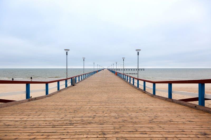 Embarcadero marino de Palanga en un tiempo nublado del otoño, Lituania fotos de archivo libres de regalías