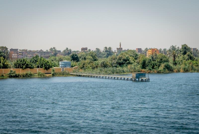 Embarcaderos en la orilla del río Nilo Egipto fotos de archivo