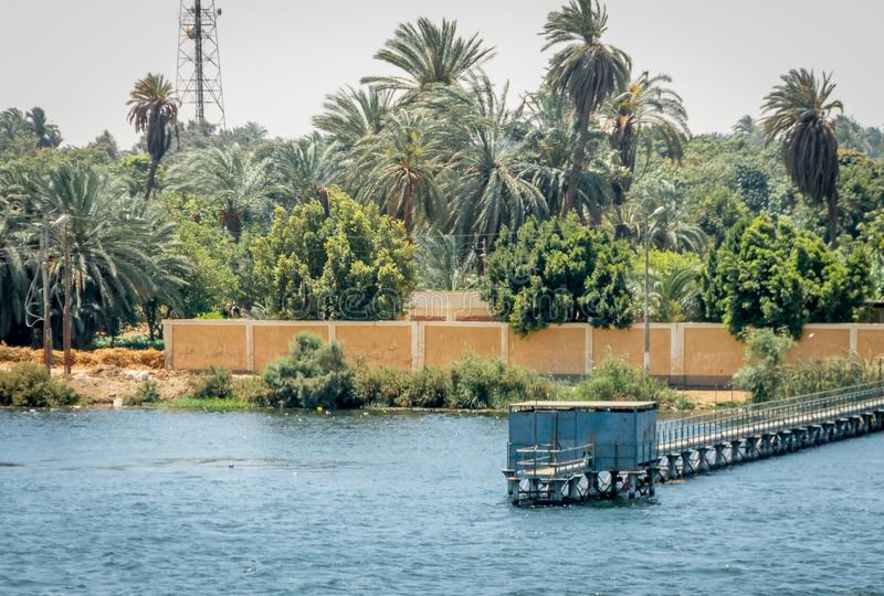 Embarcaderos en la orilla del río Nilo Egipto fotografía de archivo