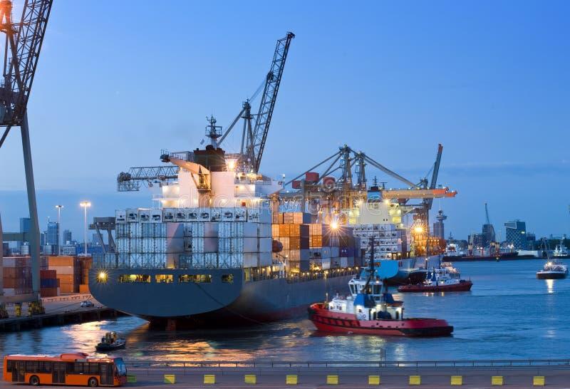 Embarcadouro do navio de carga fotografia de stock royalty free