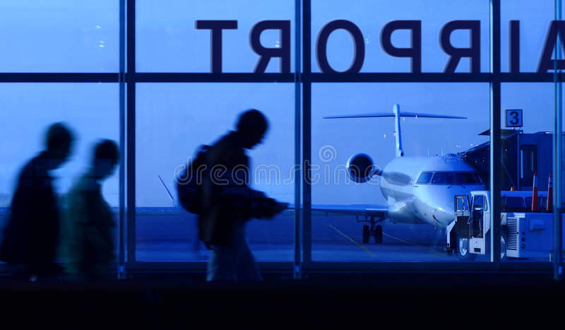 Embarcando o avião fotografia de stock royalty free