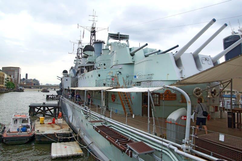 Embarcando o HMS Belfast imagens de stock
