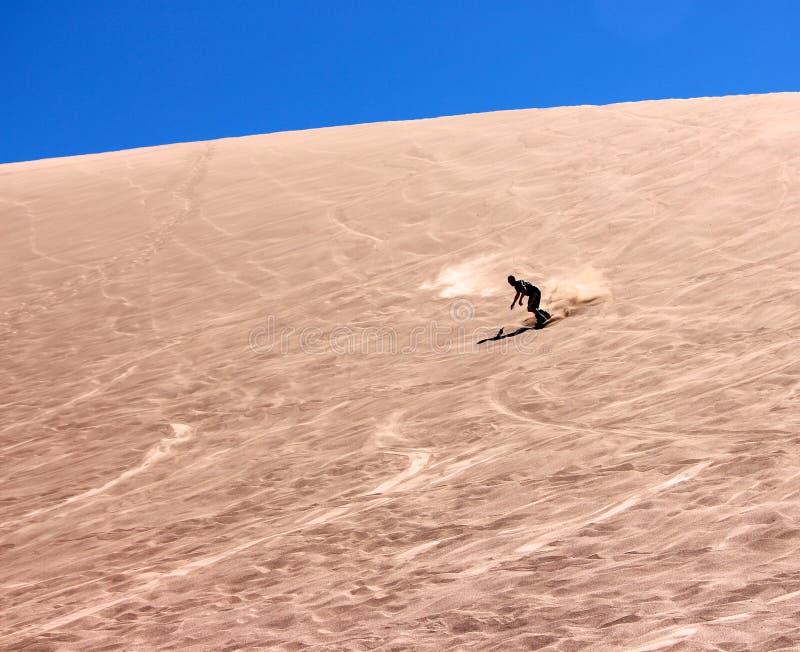 Embarque da areia nas dunas fotografia de stock