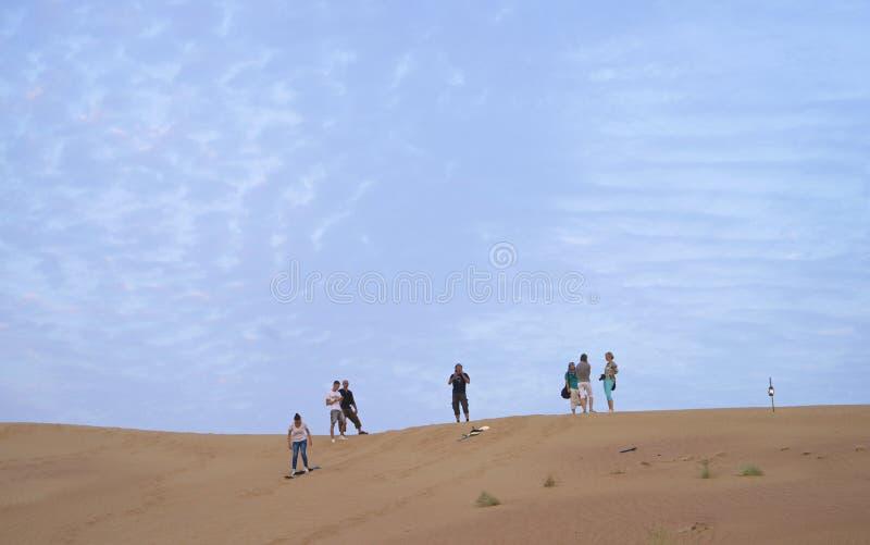 Embarquement de sable dans le désert de Dubaï image stock