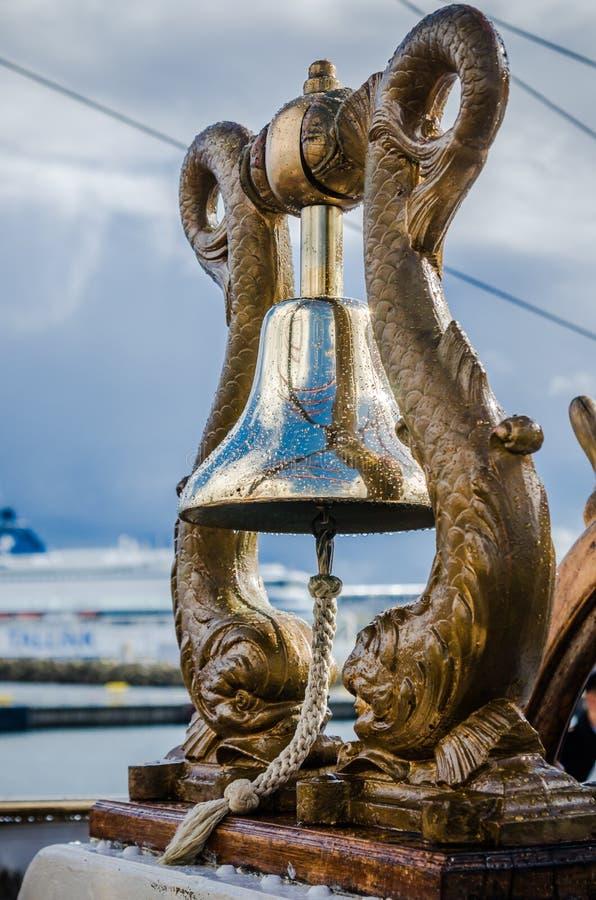 Embarquez le ` s Bell le vieux voilier, plan rapproché images stock