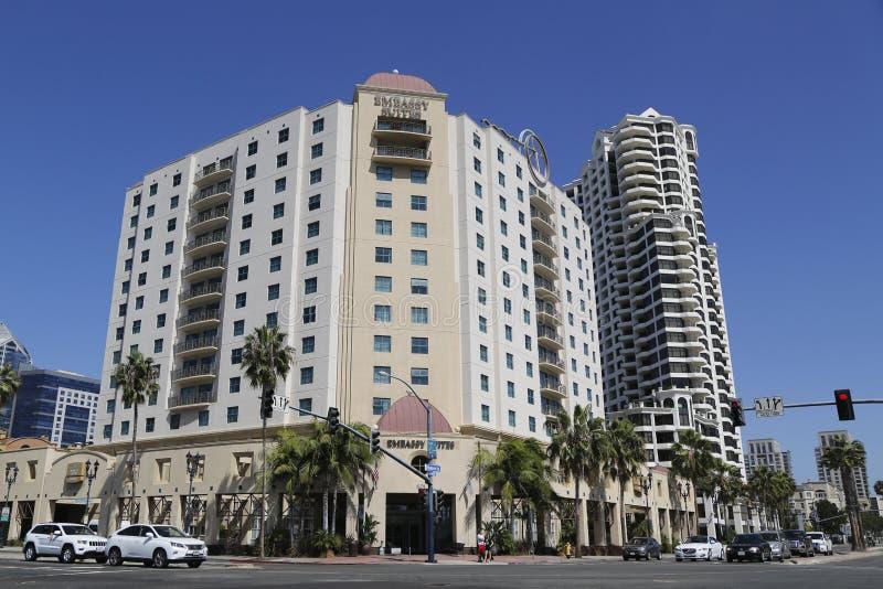 Embassy Suites圣地亚哥海湾街市在港口驱动 库存图片