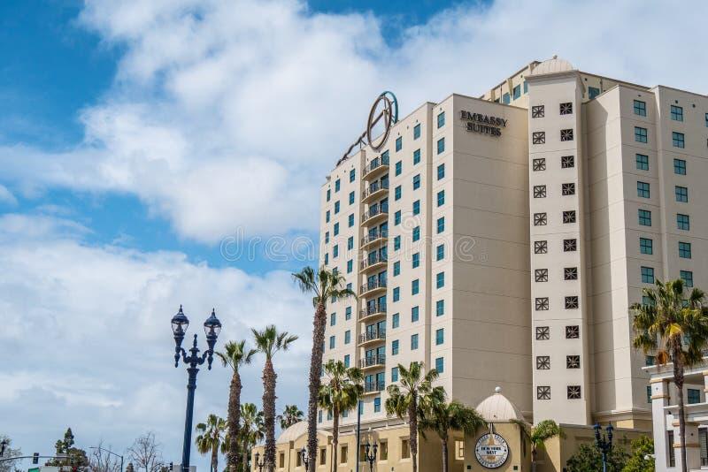 Embassy Suites em San Diego do centro - CALIFÓRNIA, EUA - 18 DE MARÇO DE 2019 fotografia de stock royalty free