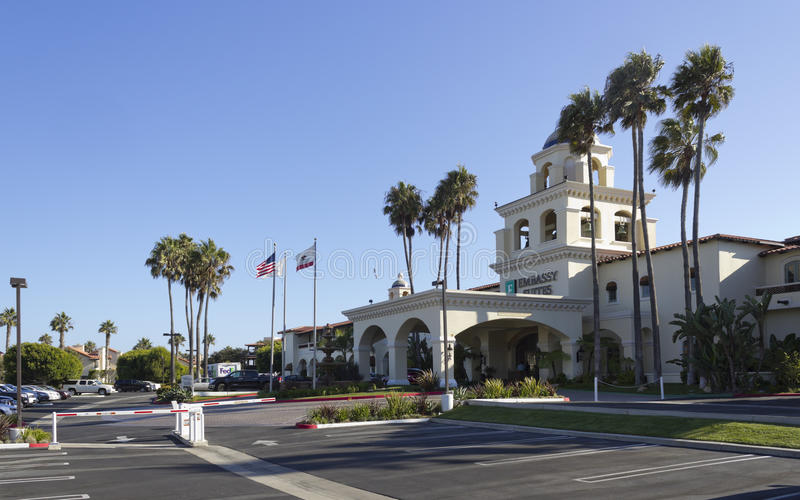 Embassy Suites Mandalay Beach Hotel & Resort. OXNARD, CA - AUGUST 21, 2014: Clean swept parking lot and hotel main entrance ready for arriving guests, Embassy stock images