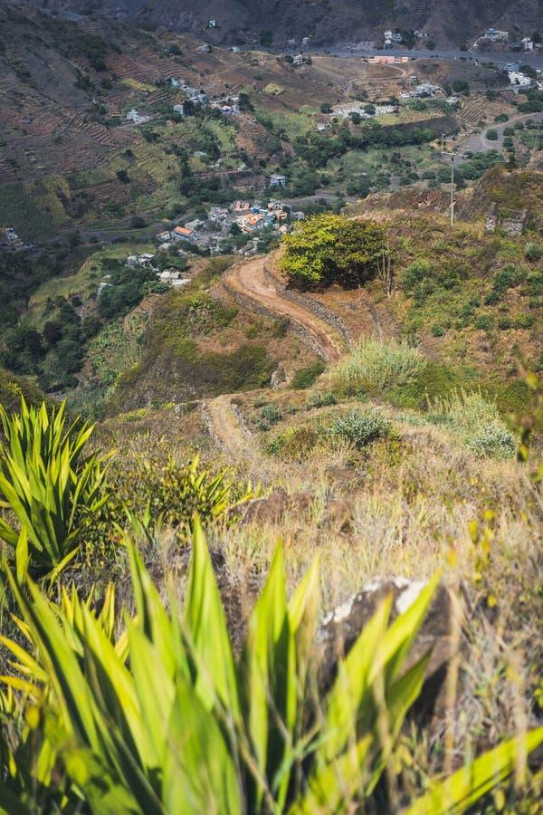 Embeba o trajeto trekking que vai de Corda abaixo da garganta a Coculi Santo Antao Island, Cabo Verde Cabo Verde foto de stock royalty free