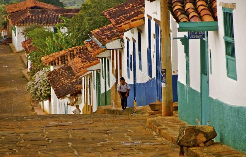Embeba a rua cobbled, Colômbia rural fotografia de stock