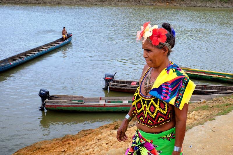 Embera by, Chagres, Panama royaltyfri fotografi