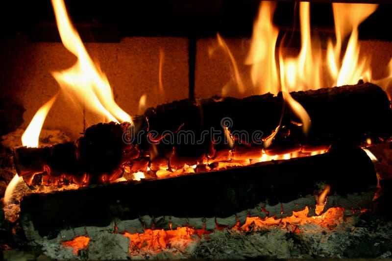 Download Embers ardentes foto de stock. Imagem de fulgor, fireplace - 56554