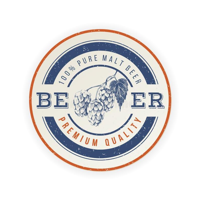 Emblème de bière avec le brunch tiré par la main d'houblon illustration libre de droits
