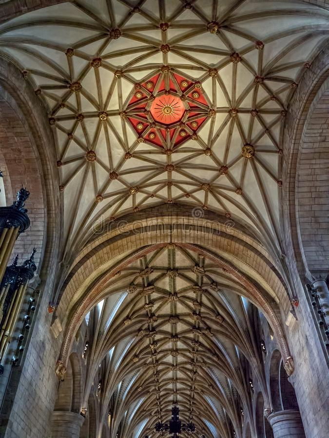 Emblème rouge de Sun, plafond de main de papier, abbaye de Tewkesbury, Gloucestershire, Angleterre photographie stock