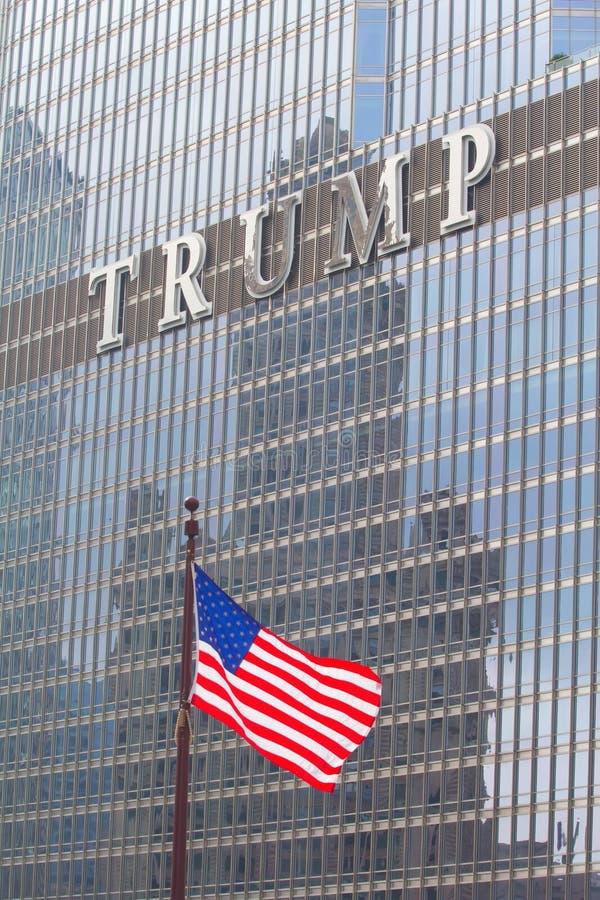 Embleem op de Troeftoren in Chicago stock afbeelding