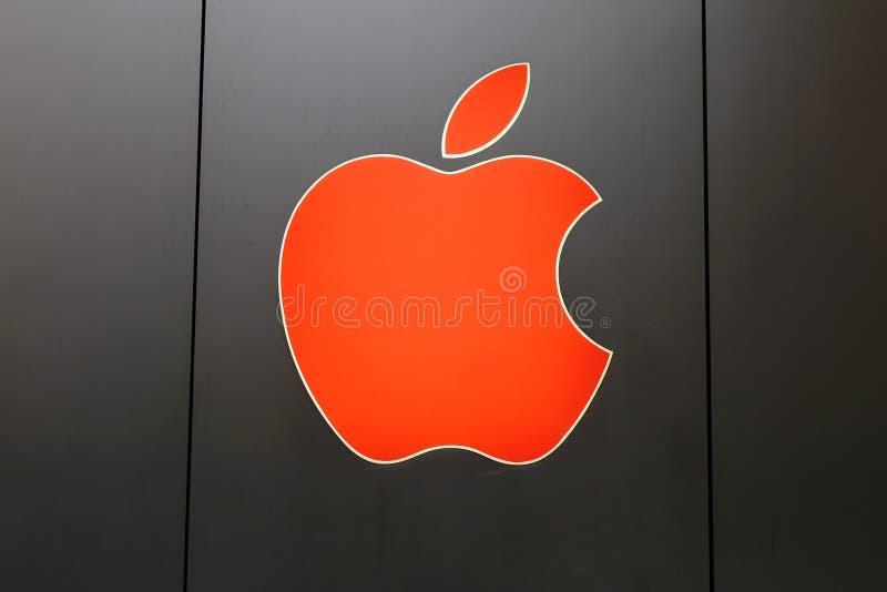 Embleem van Apple bij de winkel royalty-vrije stock afbeelding