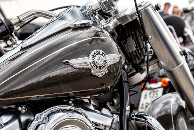 Emblem auf dem Kraftstofftank von Harley Davidson-Motorrad stockbild