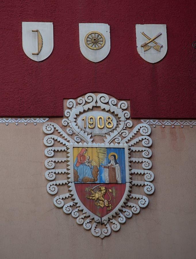 Emblem auf einer errichtenden Wand einer Stadt von Subotica, Serbien stockfoto