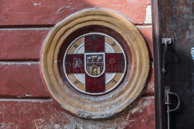 Emblem av Lviv, Ukraina på väggslutet upp royaltyfria bilder