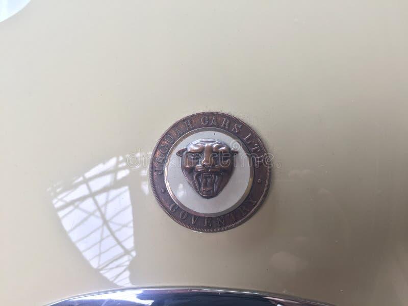 Emblema del coche de Jaguar Coventry imagenes de archivo