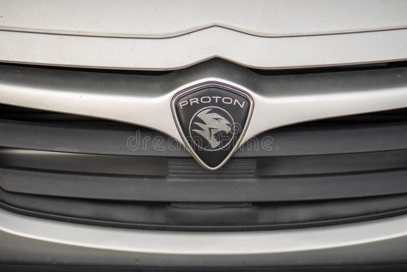 Emblema del coche de Proton, fabricante de automóviles famoso del malasio fotografía de archivo