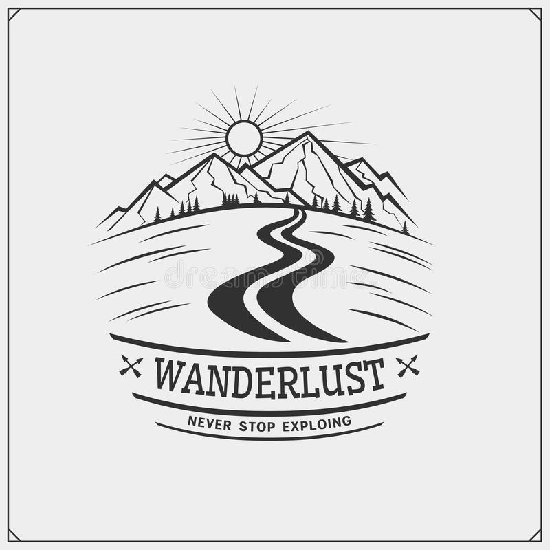 Emblema do clube do turismo da montanha Projeto exterior da aventura e da cópia do desejo por viajar para o t-shirt ilustração do vetor