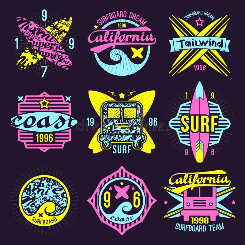Emblema praticante il surfing nel retro stile illustrazione vettoriale