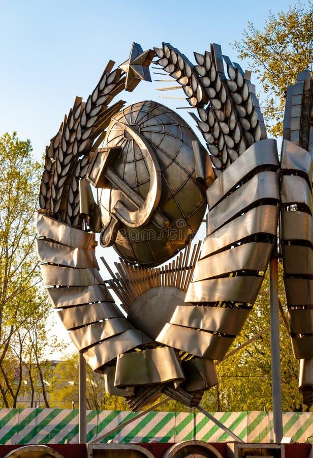 Emblema soviético no parque de Muzeon em Moscou fotografia de stock royalty free