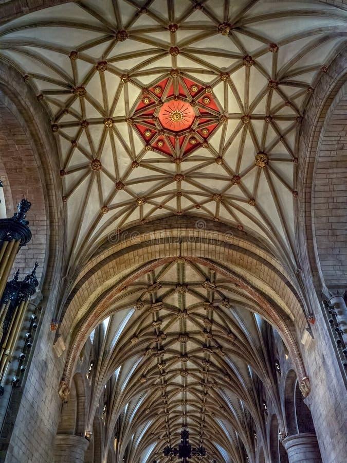 Emblema vermelho de Sun, teto do Quire, abadia de Tewkesbury, Gloucestershire, Inglaterra fotografia de stock